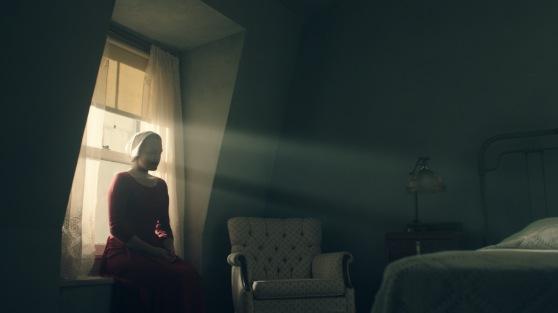 the-handmaidens-tale-image-elisabeth-moss